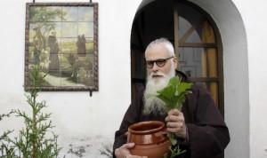 El autor del recetario, fray Valentí Serra, en el convento sevillano de los capuchinos. Foto de José Luis Montero.