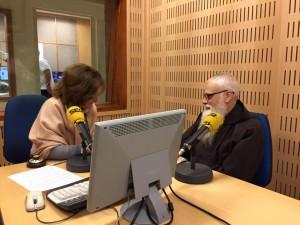 """fra Valentí Serra con Sonsoles Ferrín, en """"A vivir"""" de Radio Sevilla"""